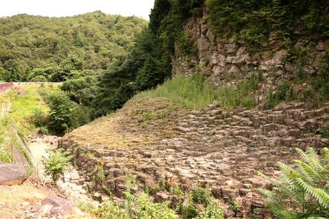 六角形の岩