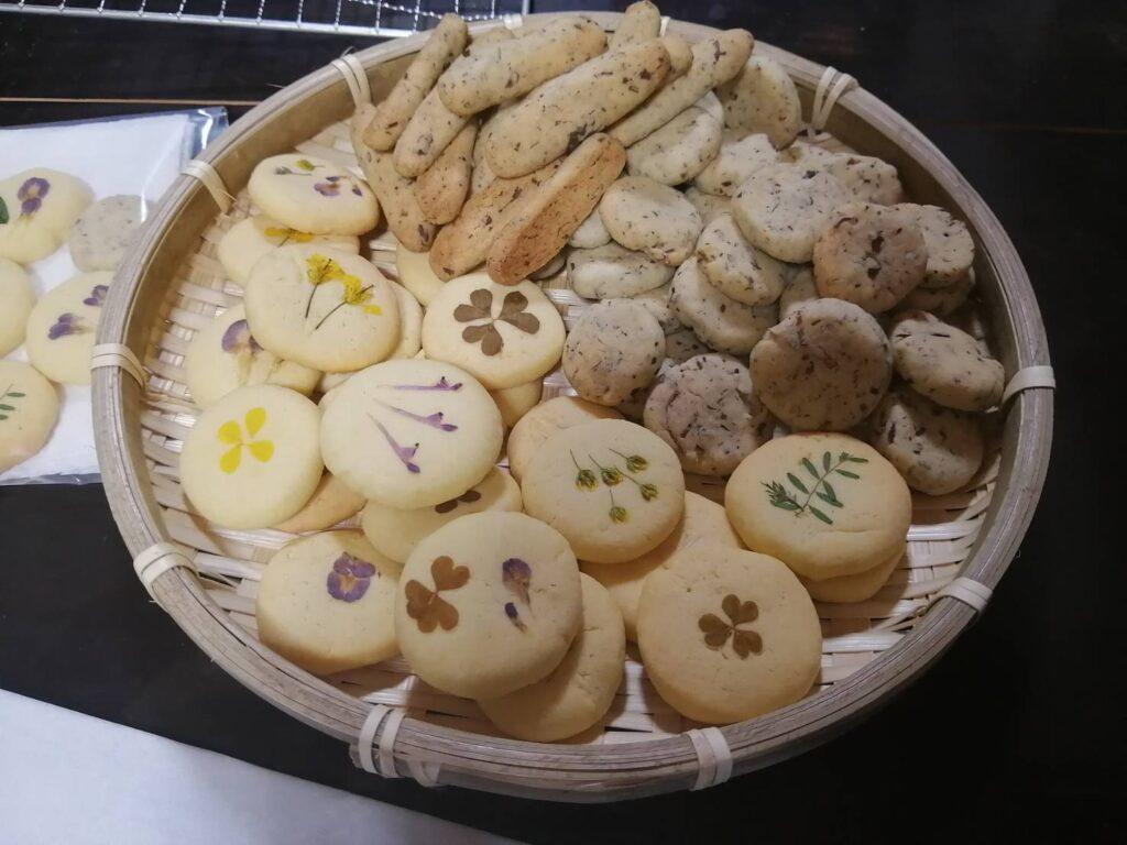 ドクダミクッキーと野草クッキー